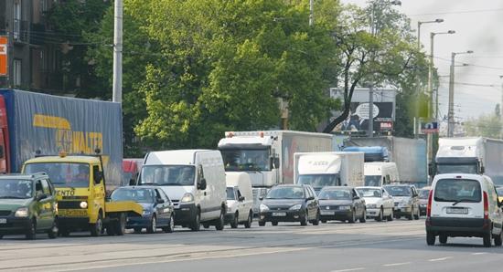 A tehergépjárművek sokszor akadályozzák a forgalom dinamikus áramlását