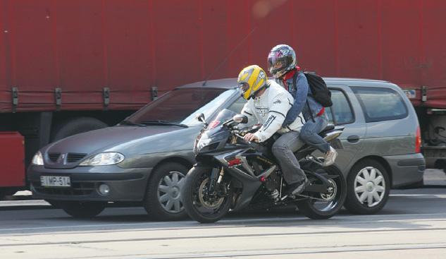 Motorkerékpárral a közúton