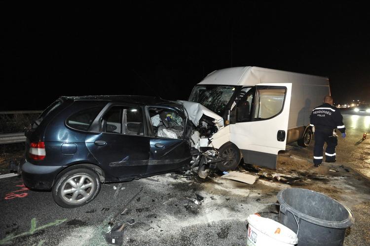 Frontális ütközés Tatabányánál Az M1 Es Autópályán, Eg