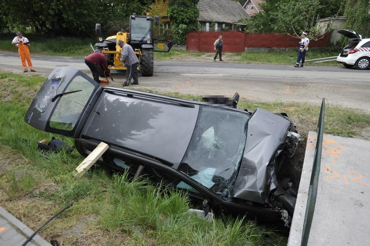 Árokba Csúszott Egy Autó Bényén, A Sofőr Meghalt