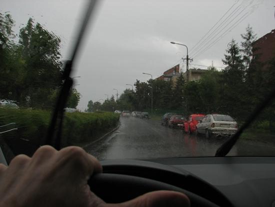 ősszel gyakori esővel, nedves útburkolattal kell számolni