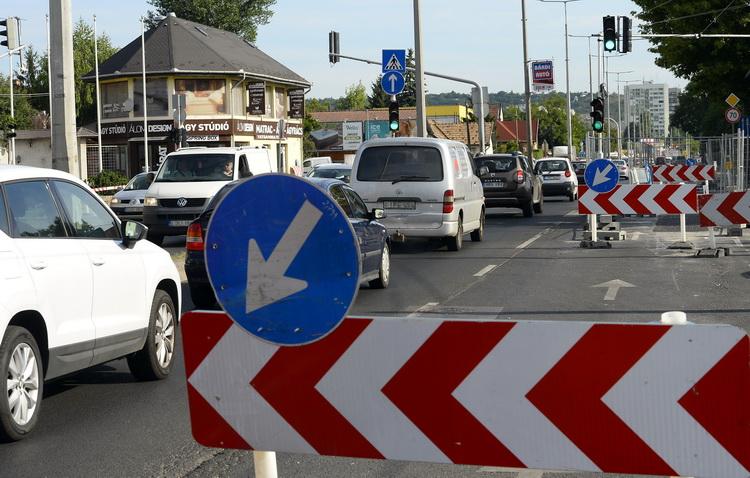 Megkezdődik A Budapesti Szentendrei út Felújítása