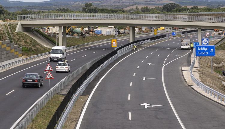 Átadták Az M2 Es Gyorsforgalmi út Bővített Szakaszát