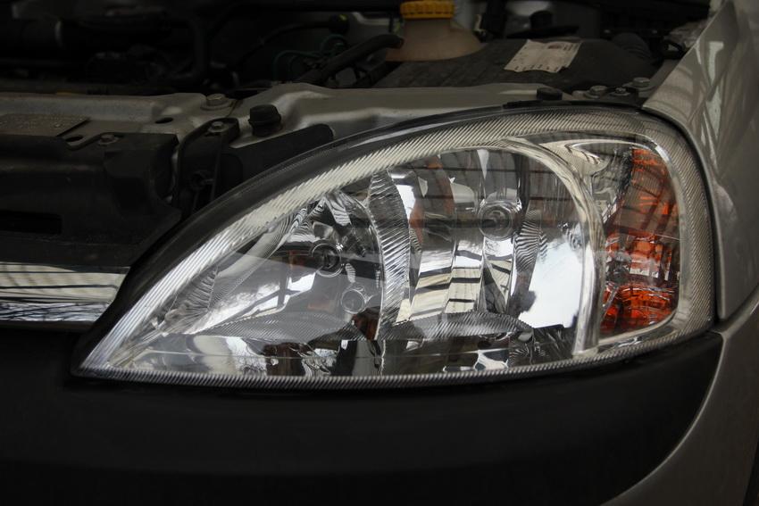 Auto Lampa Corsa