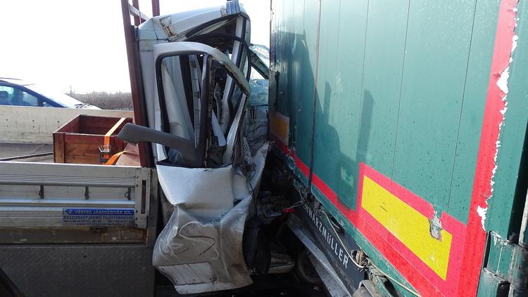 Egy Kamion és Egy Kisteherautó ütközött össze Az M5 ös Au