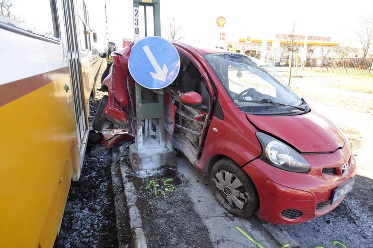 Villamossal ütközött Egy Autó A Xiii. Kerületben