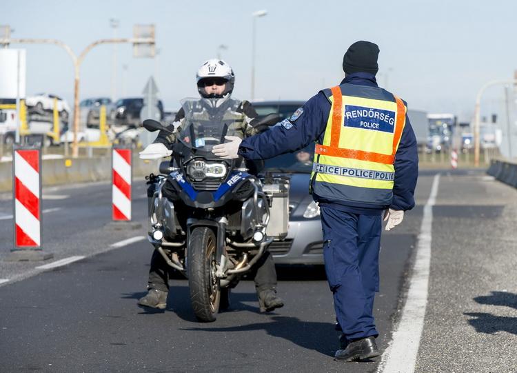 Koronavírus Határellenőrzés Az Osztrák Határon Hegyeshal