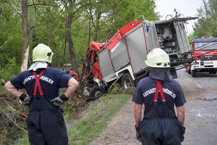 Felborult Egy Tűzoltóautó Hajdúböszörmény és HajdúhadhÃ