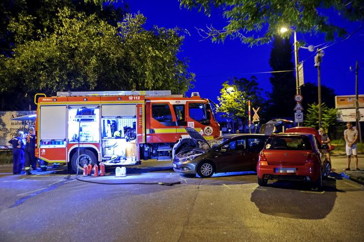 Két Személygépkocsi Tűzoltóautóval ütközött Budapesten