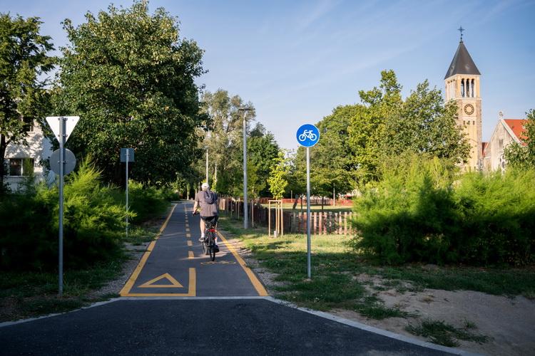 Újabb Kerékpárutat Adtak át Pécsen