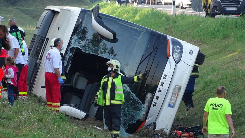 Felborult Egy Busz, Meghalt Egy Ember Az M5 ös Autópályán