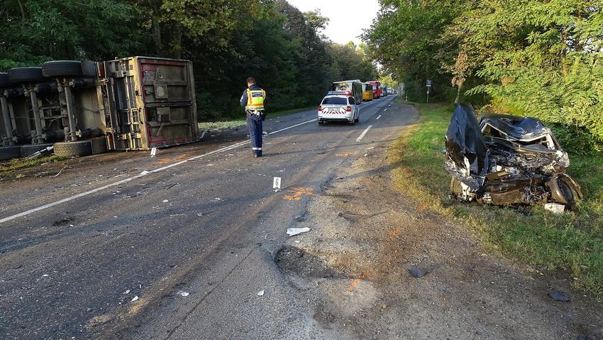 Kamion és Autó ütközött Az 52 Es Főúton