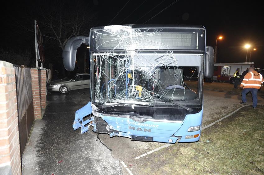 Autóbusznak ütközött Egy Személyautó Törökbálinton