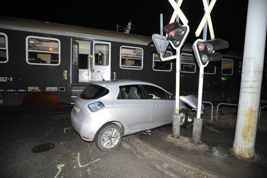 Vonat és Személygépkocsi ütközött Budapesten