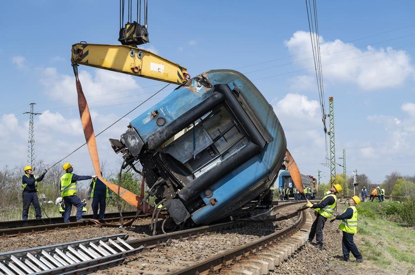 Vonatbaleset Újfehértónál Műszaki Mentés