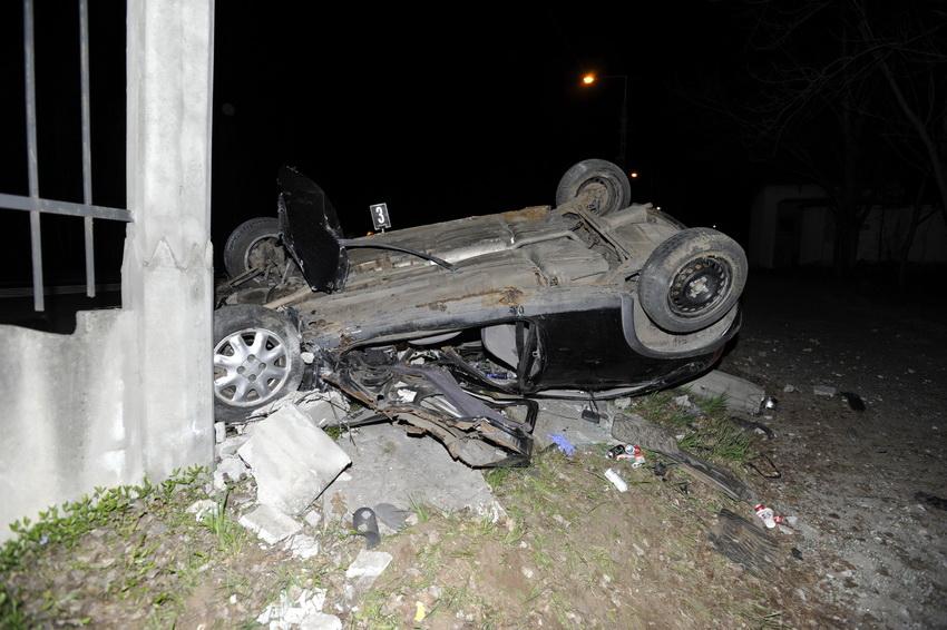 Személyautó ütközött Kerítésnek Piliscsabán, Utasa Megha