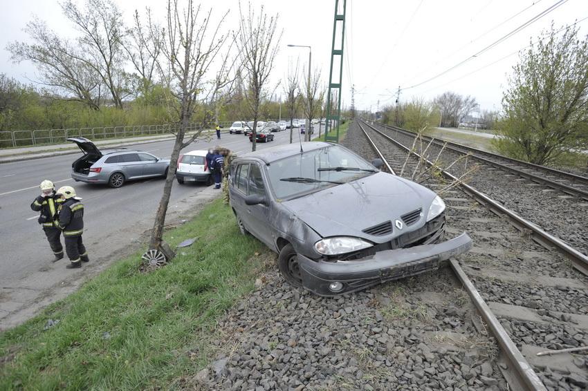 Felborult Egy Autó Csepelen, Ketten Megsérültek