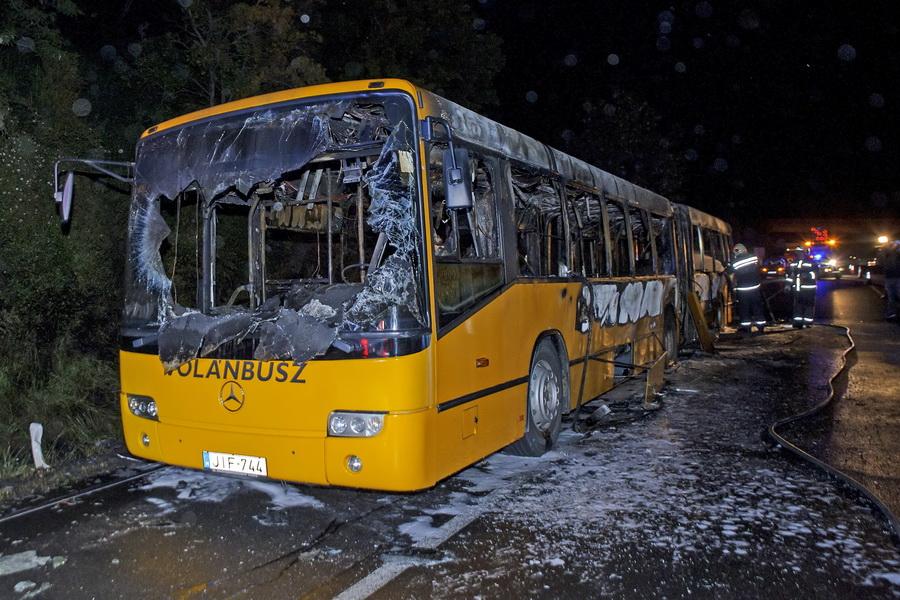 Kigyulladt Egy Autóbusz Az M7 Esen