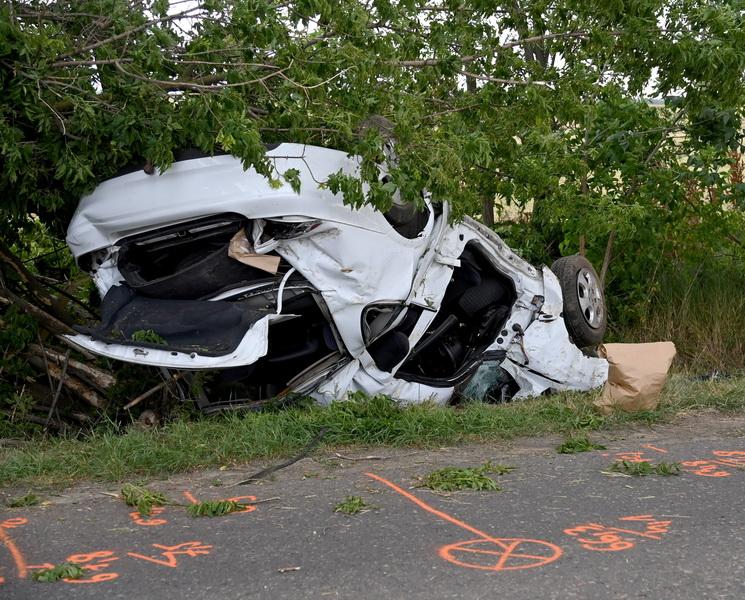 Árokba Borult Egy Autó Tura Közelében, Meghalt A Vezetője