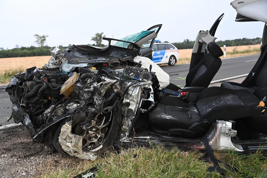 Autóbusz és Személygépkocsi ütközött össze Ercsi Közel?